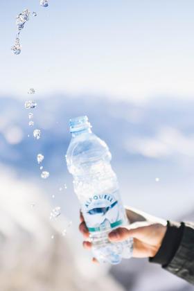 Reines Alpen-Mineralwasser