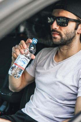 PET Flaschen eignen sich ideal zum Mitnehmen.